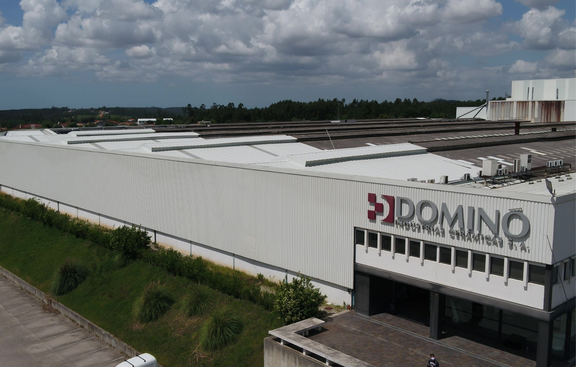 ECOINSIDE instala 3 mil painéis solares na cerâmica Dominó
